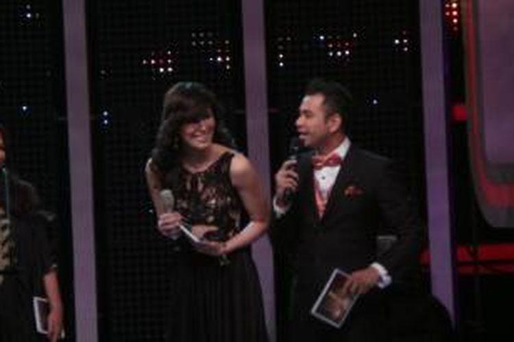 Raffi Ahmad dan Sophia Mueller di panggung AMI (Anugerah Musik Indonesia) 2014 di The Kasablanka, Jakarta Selatan, Kamis (19/6/2014) malam.
