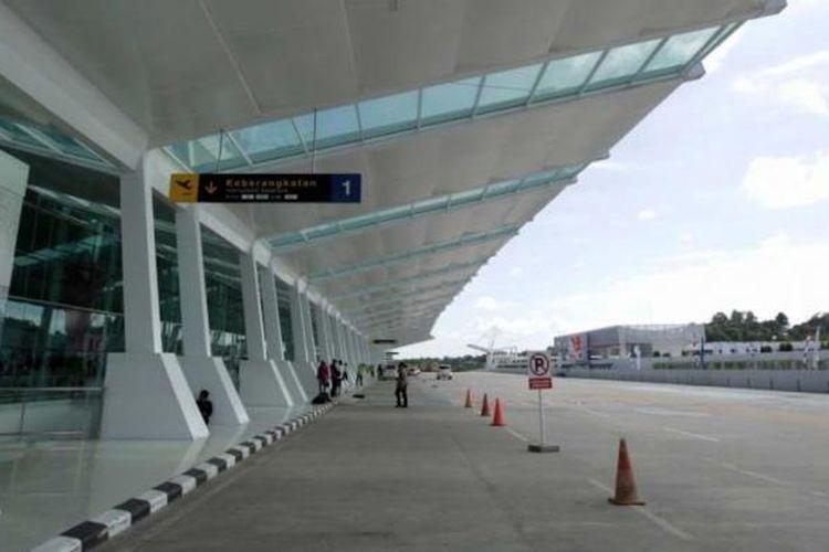 Kemegahan terminal baru Bandara Sepinggan Balikpapan, Kalimantan Timur, Rabu (13/8/2014). Terminal yang dibangun dengan investasi sebesar Rp 2 triliun dan memiliki luas 110.000 meter persegi ini mampu menampung 10 juta penumpang per tahun.