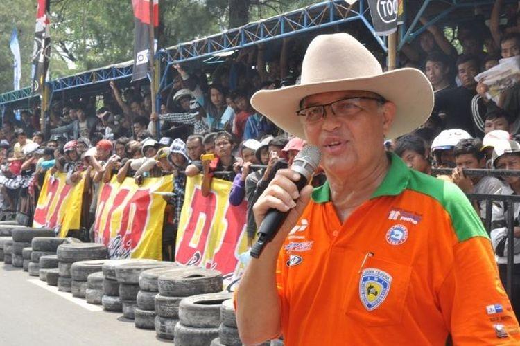 Helmy Sungkar saat masih aktif jadi promotor balap.