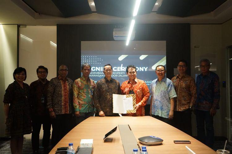 Triniti Land melalui PT Perintis Triniti Tbk menandatangani perjanjian kerja sama dengan PT Jasamarga Related Business (JMRB), yang merupakan anak usaha dari PT Jasa Marga (Persero) Tbk, Kamis (18/03/2021).
