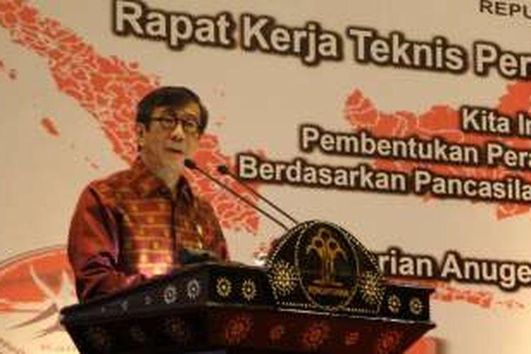 Menteri Hukum dan HAM Yasonna Laoly, saat menghadiri acara pemberian Anugerah Nawacita Legislasi 2016, di Hotel Mercure, Ancol, Jakarta Pusat, Jumat (24/6/2016).