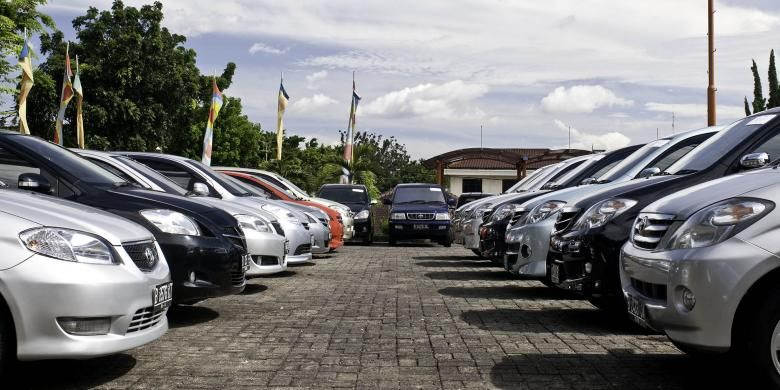 Fresh graduate harus jeli memilih tipe kendaraan. Jangan terjebak iming-iming harga murah. Ingat, kelengkapan fitur juga wajib diteliti.