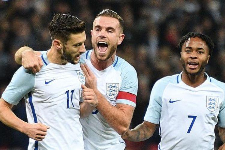Kapten Inggris, Jordan Henderson (tengah), merayakan gol ke gawang Spanyol yang dicetak rekannya, Adam Lallana (kiri), dalam laga persahabatan di Stadion Wembley, Selasa (15/11/2016).