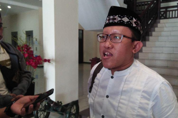Ketua Konfederasi Serikat Pekerja Seluruh Indonesia (KSPSI) Kabupaten Gresik, Ali Muchsin Jalil saat memberikan penjelasan kepada awak media, Sabtu (24/10/2020).