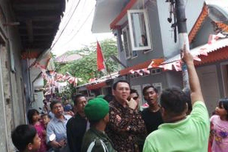 Basuki Tjahaja Purnama, ketika masih menjadi Wakil Gubernur DKI Jakarta, 'blusukan' ke Kampung Deret Pejompongan, Jakarta Pusat, pada 24 Agustus 2014.