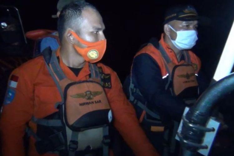 Nakhoda kapal RIB 01 Milik SAR Nias, yang di nakhodai oleh Kapten Arotama Telaumbanu, berusaha segera menemukan lokasi 6 korban kru kapal dan satu unit kapal motor nelayan yang bocor.