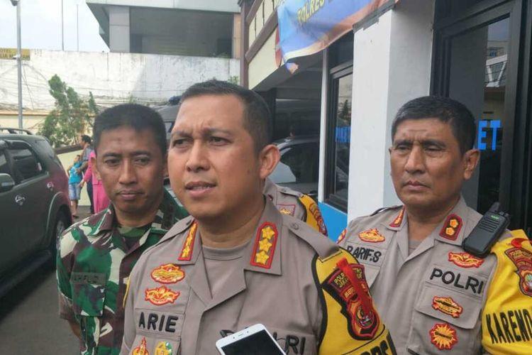 Kapolres Metro Jakarta Timur Kombes Arie Ardian kepada awak media di Mapolres Metro Jakarta Timur, Selasa (31/12/2019).