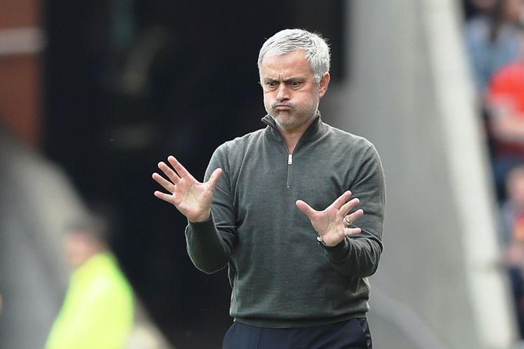 Reaksi Manajer Manchester United, Jose Mourinho, dalam pertandingan Premier League melawan Sunderland di Stadium of Light, pada 9 April 2017.