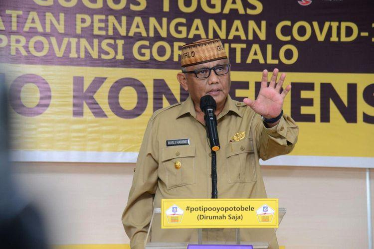 Gubernur Gorontalo Rusli Habibie saat mengumumkan PSBB tahap kedua yang berlaku mulai 18-31 Mei 2020.