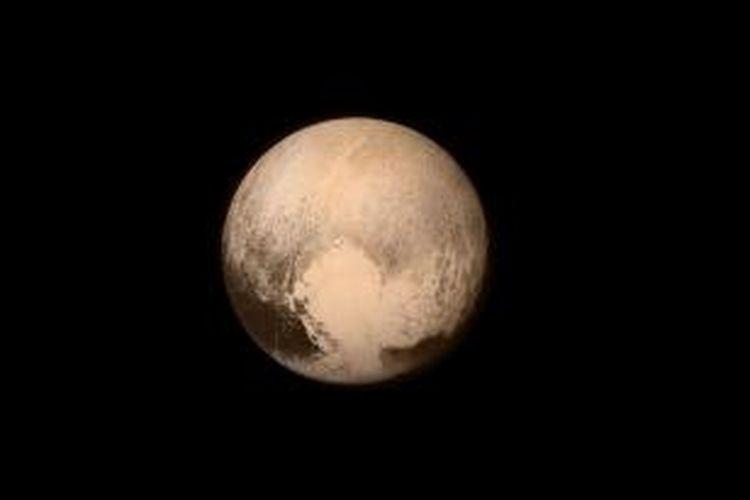 Wajah Pluto hasil jepretan New Horizon pada Selasa (14/7/2015) beberapa waktu sebelum melintas dekat.