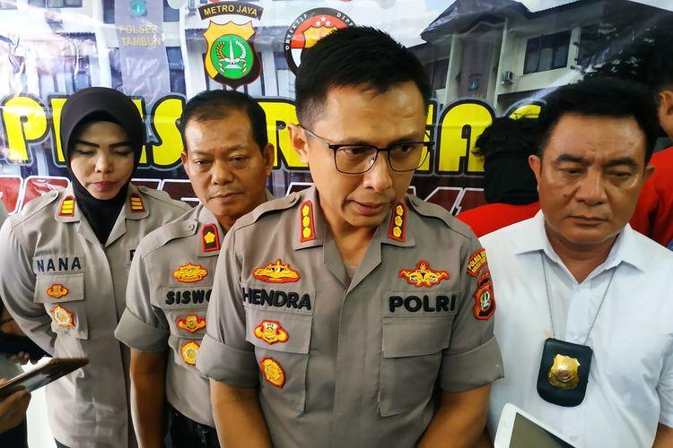 Kapolres Metro Bekasi, Kombes Hendra Gunawan dalam jumpa pers soal pembegalan di Mapolsek Tambun, Senin (27/1/2020).