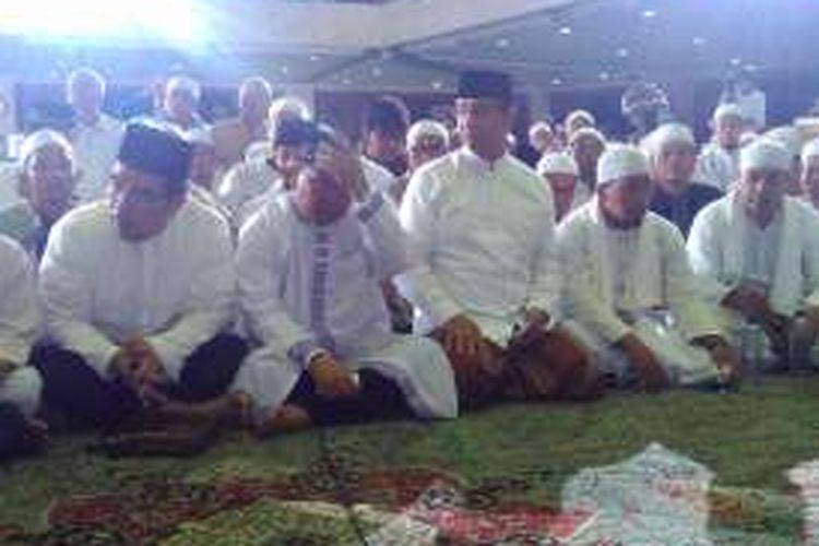 Calon Gubernur DKI Jakarta Anies Rasyid Baswedan menghadiri acara zikir nasionall di Masjid At Tin, menyongsong pergantian tahun