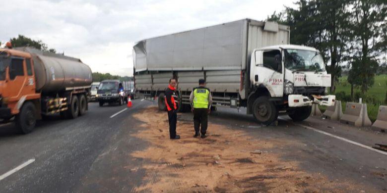 Kecelakaan beruntun di Tol Cikampek, Jumat (31/3/2017).