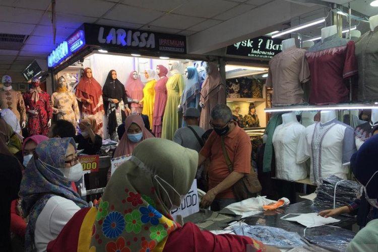 Pasar Tanah Abang Ramai Jelang Ramadhan Pemkot Jakpus Akan Dirikan Pos Pengawas Kerumunan