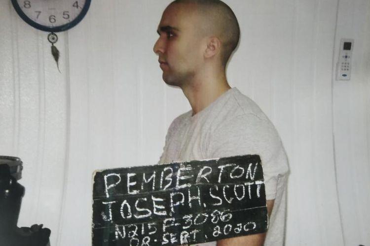 Marinir Amerika Serikat Kopral Joseph Scott Pemberton, pembunuh wanita transgender di Filipina yang bebas usai diampuni Presiden Rodrigo Duterte. Ia sudah menjalani setengah masa hukuman dari 10 tahun penjara.