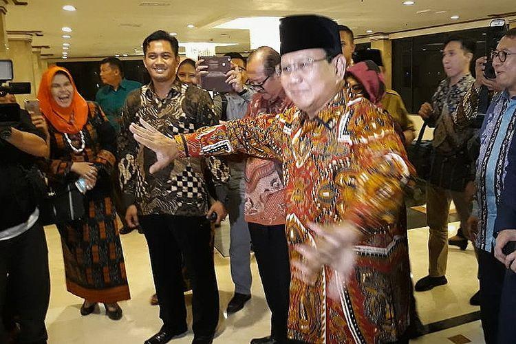 Calon presiden nomor urut 02 Prabowo Subianto mendatangi acara silaturahim kebangsaan yang digagas oleh Pergerakan Indonesia Maju (PIM) di Hotel Grand Sahid Jaya, Jakarta, Jumat (12/10/2018) malam.