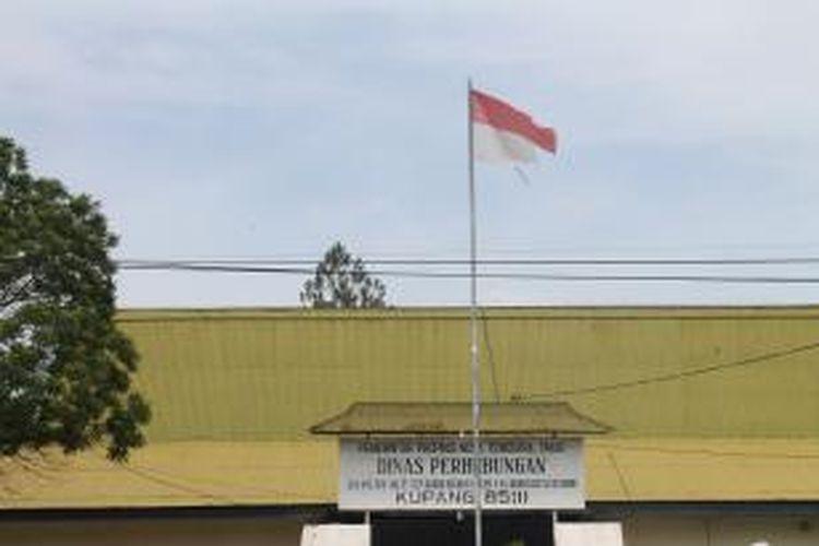 Dua Kantor Pemerintah Ntt Pasang Bendera Sobek
