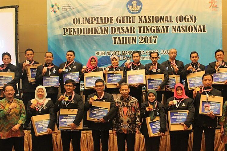 Ratusan guru SD dan SMP mengikuti Olimpiade Guru Nasional yang diselenggarakan Kementerian Pendidikan dan Kebudayaan. Olimpiade yang diikuti para guru dari berbagai daerah berlangsung akhir September 2017 lalu