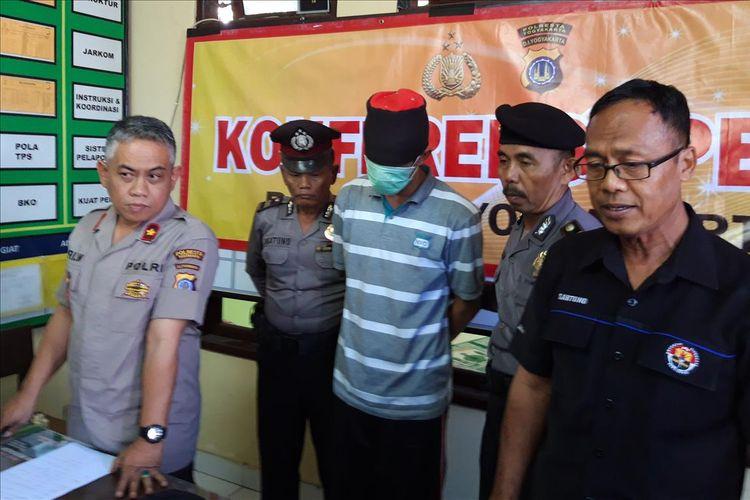 Pelaku asusila dengan sasaran wisatawan asing  inisial SP saat di Mapolsek Mergangsan, Kota Yogyakarta