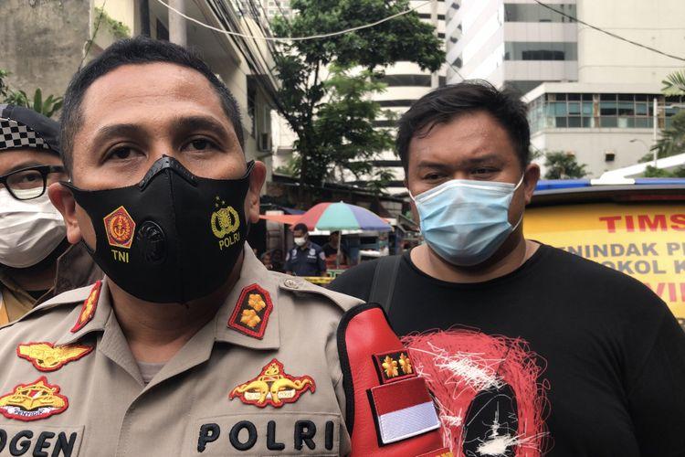 Kapolsek Metro Setiabudi, AKBP Yogen Heroes Baruno memberikan keterangan terkait penemuan potongan tubuh di belakang Mall Ambassador tepatnya di Jalan Pedurenan Masjid, Karet Kuningan, Setiabudi, Jakarta Selatan pada Senin (22/3/2021) sore.