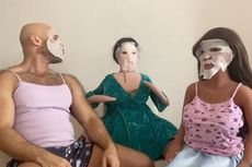 Video Aneh Binaragawan yang Menikahi Boneka Seks Pakai Masker Wajah Bersama