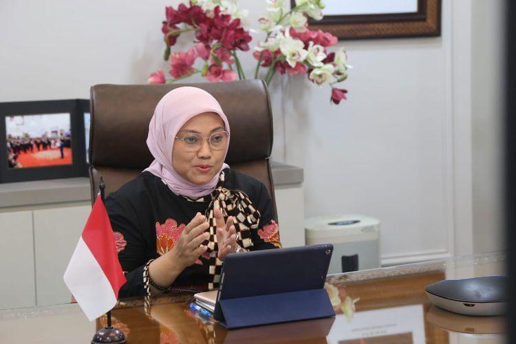 Menteri Ketenagakerjaan Ida Fauziyah memberikan sambutan secara virtual di Jakarta, Senin (4/1/2021).