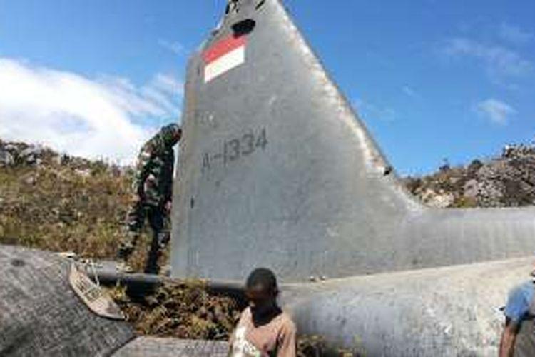 Pesawat Hercules C-130HS, A-1334 milik TNI AU yang jatuh di Wamena, Minggu (18/12/2016)