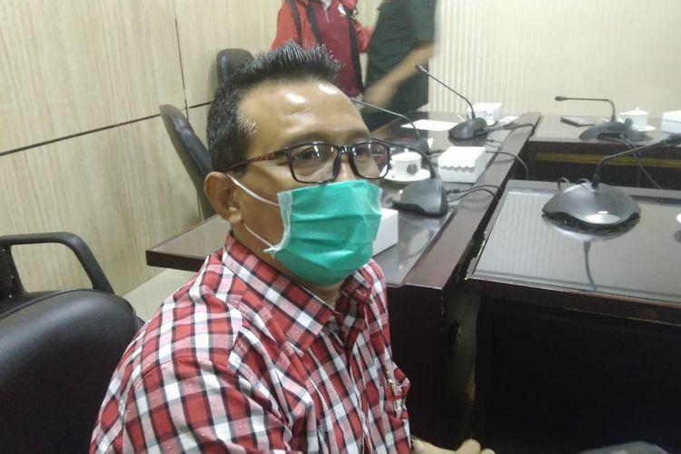 Kepala Bank Jatim Jember Prihantanto saat dimintai keterangan tentang 10 karyawan bank jatim positif covid-19