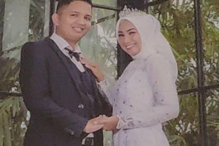 Indah Halima Putri dan suaminya berada di pesawat Sriwijaya Air SJ 182 yang hilang kontak.