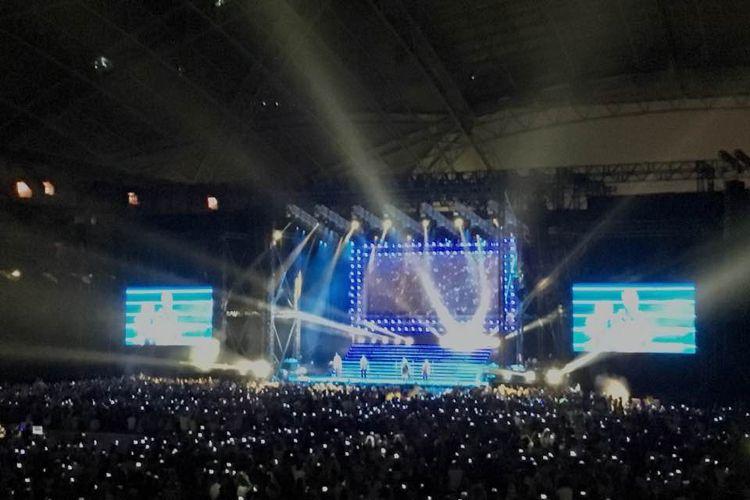 Backstreet Boys tampil menghibur penggemar di Konser Bertajukan Larger Than Life di Stadium Nasional Singapura, Sabtu (21/10/2017)