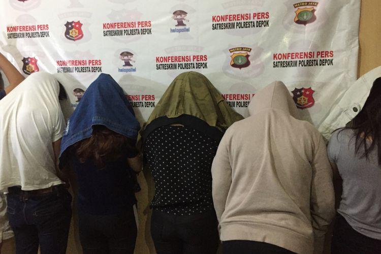 Pelaku prostitusi online saat diminta keterangan di Polresta Depok, Jalan Margonda, Depok, Rabu (15/8/2018).