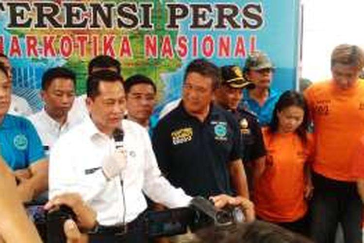 Kepala BNN Komjen Pol Budi Waseso dalam konferensi pers-nya di City Residence A18,  ?Jalan Sempurna, Kota Medan?, Senin (?11/4/2016) mengatakan, berhasil mengamankan 4 bandar narkoba dan ribuan ekstasi