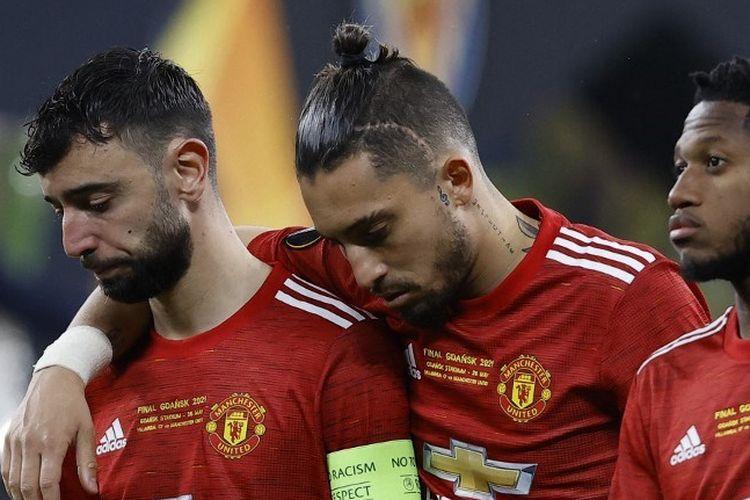 Reaksi Bruno Fernandes dan Alex Telles setelah Manchester United menderita kekalahan dari Villarreal di final Liga Europa, Kamis (27/5/2021) dini hari WIB.