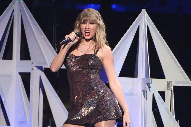 Taylor Swift rayakan ulang tahun ke-30 di panggung Madison Square Garden, New York, Amerika pada 13 Desember lalu