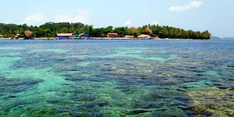 Pulau Pahawang di Kecamatan Marga Punduh, Kabupaten Pesawaran, Provinsi Lampung.