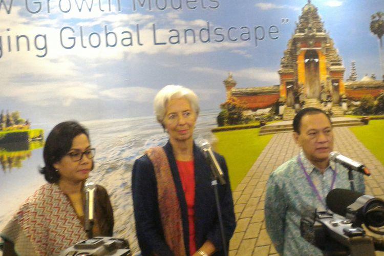 Menteri Keuangan Sri Mulyani Indrawati, Direktur Pelaksana Dana Moneter Internasional (IMF) Christine Lagarde, dan Gubernur Bank Indonesia (BI) Agus DW Martowardojo dalam konferensi pers di Jakarta, Selasa (27/2/2018).