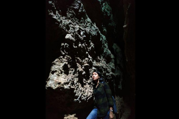 Salah satu spot foto menarik di Goa Batu Cermin, Labuan Bajo, Nusa Tenggara Timur.