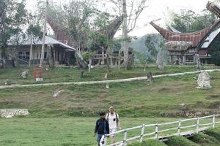 Obyek wisata Kete Kesu, Kabupaten Toraja Utara, Sulawesi Selatan, Senin (17/11/2014). Di sini terdapat kuburan batu yang diperkirakan berusia ratusan tahun.