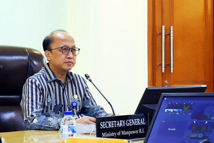 Sekretaris Jenderal (Sekjen) Kementerian Ketenagakerjaan Anwar Sanusi dalam pertemuan virtual Joint Task Force Indonesia - Taiwan di Jakarta, pada Kamis (8/4/2021).