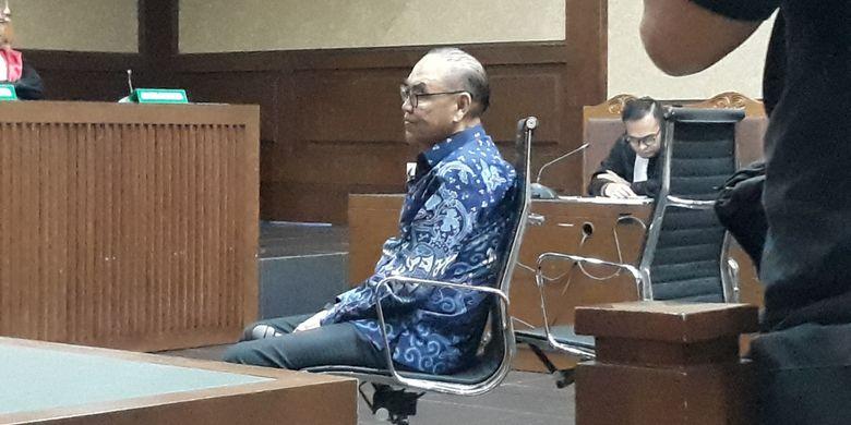 Johannes Budisutrisno Kotjo selaku pemegang saham Blackgold Natural Resources Ltd duduk di kursi terdakwa di Pengadilan Tipikor Jakarta, Senin (26/11/2018).