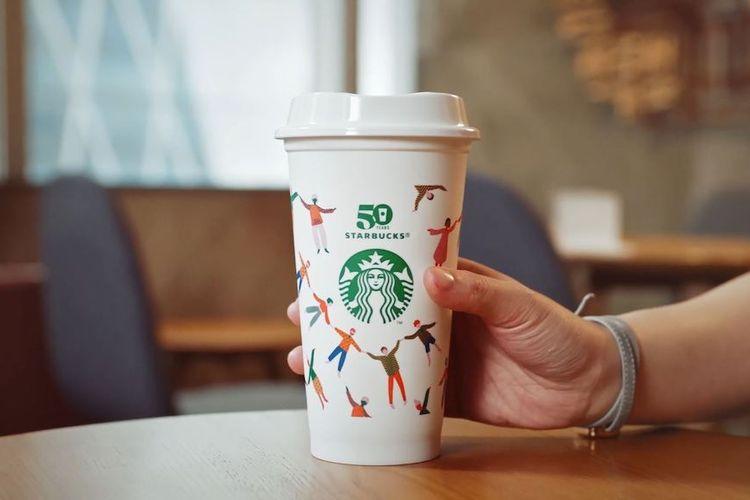 Starbucks akan menggunakan gelas yang bisa digunakan kembali (Reuseable cup) dalam menyajikan minuman.