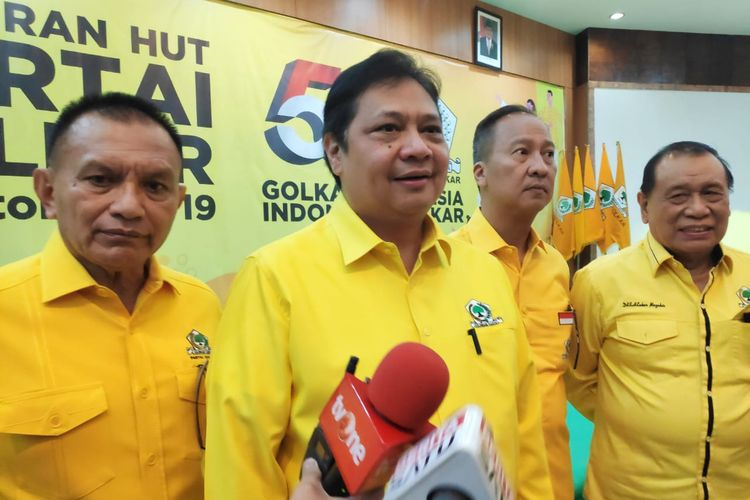 Ketua Umum Partai Golkar Airlangga Hartarto saat perayaan ulang tahun Golkar ke-55 di DPP Golkar, Slipi, Jakarta Barat, Minggu (20/10/2019).