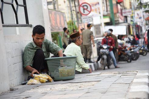 Kisah Iman, Anak Yatim Penjual Gorengan di Trotoar: Dapat Rp 30.000 Sehari hingga Diajak Belanja ke Mal oleh Dedi Mulyadi
