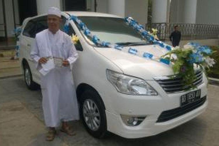 Pemenang hadiah salat zuhur berhadiah menerima mobil milik istri wali kota Bengkulu