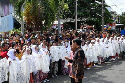 Ratusan Perempuan Berpakaian ala Fatmawati Sambut Kedatangan Jokowi