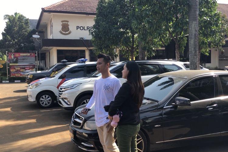 Eza Gionino dan istri, Meiza saat ditemui di Polres Bogor, Jawa Barat, Sabtu (16/11/2019).