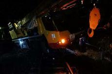 Mogok di Tengah Rel, Mobil Crane Pertamina Ditabrak KA Batubara