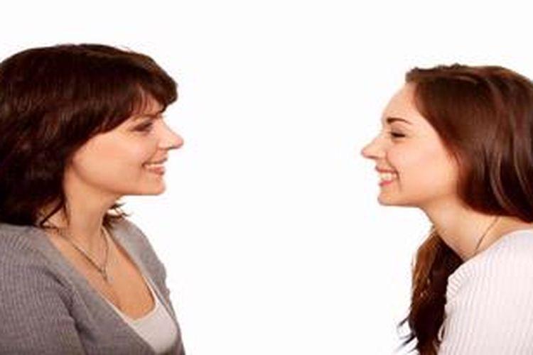 Ilustrasi komunikasi antara ibu dan remaja