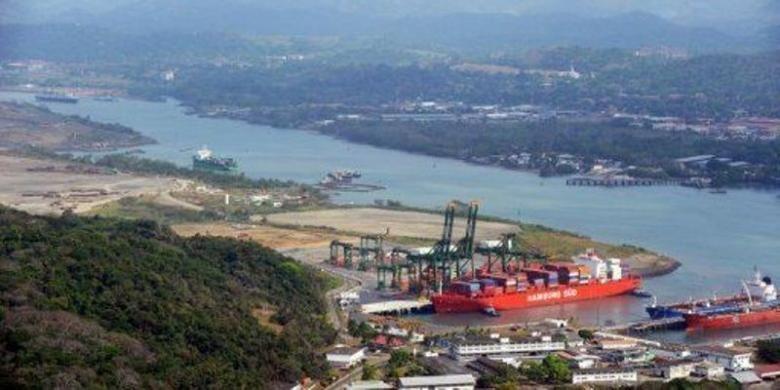 Setiap tahun sedikitnya 15.000 kapal laut melintasi Terusan Panama.