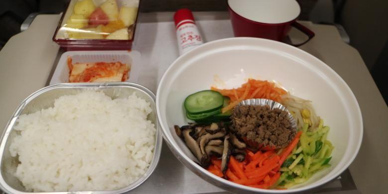Bibimbap, hidangan khas Korea Selatan yang disajikan di penerbangan Asiana Airlines.